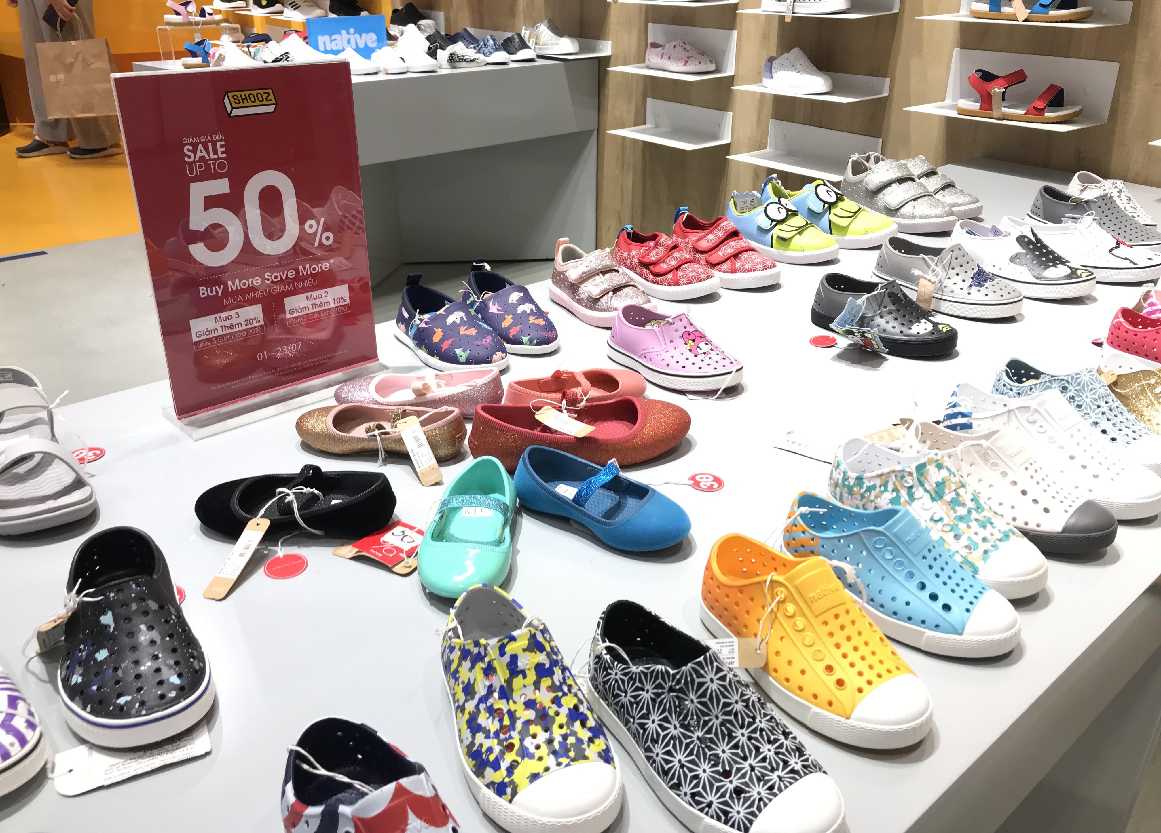 Hàng hiệu lần đầu giảm giá kịch trần lên 100%, người Sài Gòn đổ xô đi mua sắm hậu COVID-19 - Ảnh 11.
