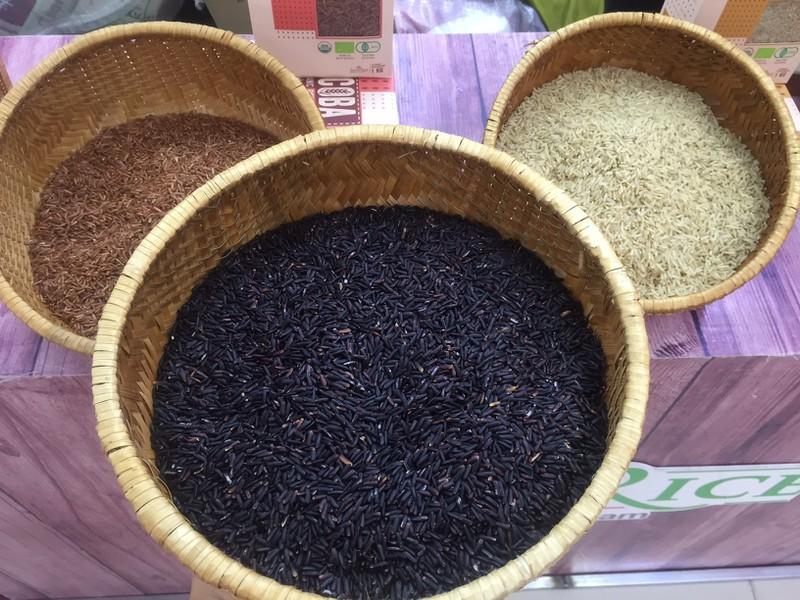 Mãng cầu giá gần 300.000 đồng/kg tại phiên chợ nông sản - Ảnh 2.