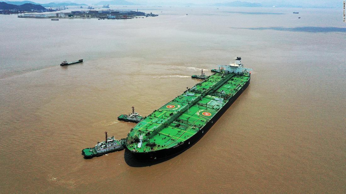 Bí ẩn kho dầu khổng lồ trên biển, thế giới dè chừng Trung Quốc - Ảnh 1.