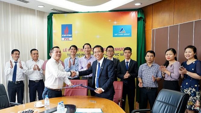 Lễ ký kết hợp đồng chuyển nhượng toàn bộ phần vốn góp của PVC và các đơn vị thành viên tại Công ty CP Đầu tư Dầu khí Nha Trang ẢnhPVC