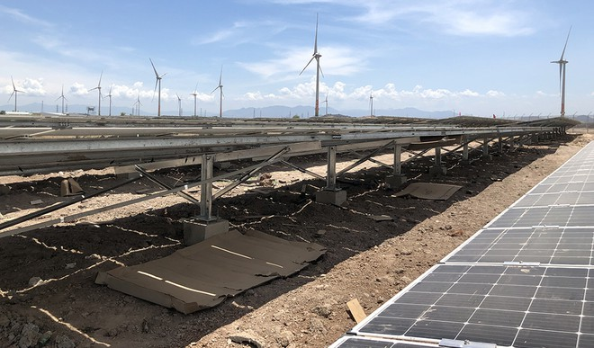 Điện thiếu, năng lượng tái tạo thừa công suất - Ảnh 1.