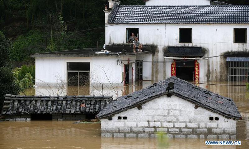 Trung Quốc mưa lũ dữ dội, thiệt hại kinh tế ước đạt 3,6 tỉ USD - Ảnh 1.