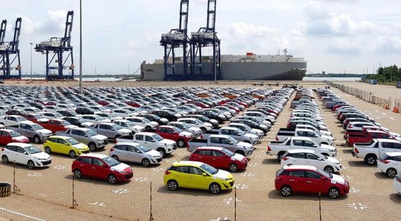6 tháng đầu năm, nhập khẩu ô tô giảm mạnh so với cùng kì 2019 - Ảnh 1.