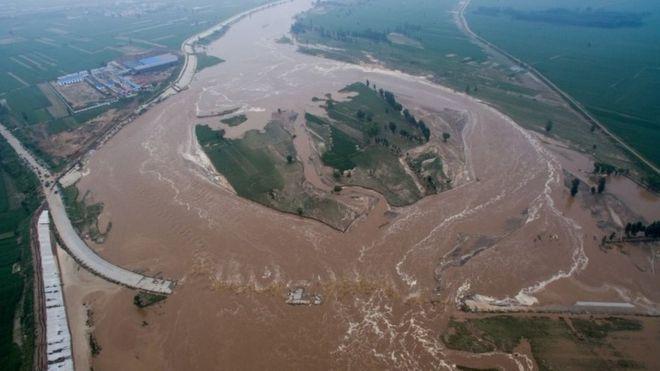 Trung Quốc mưa lũ dữ dội, thiệt hại ước tính 3,6 tỉ USD - Ảnh 2.