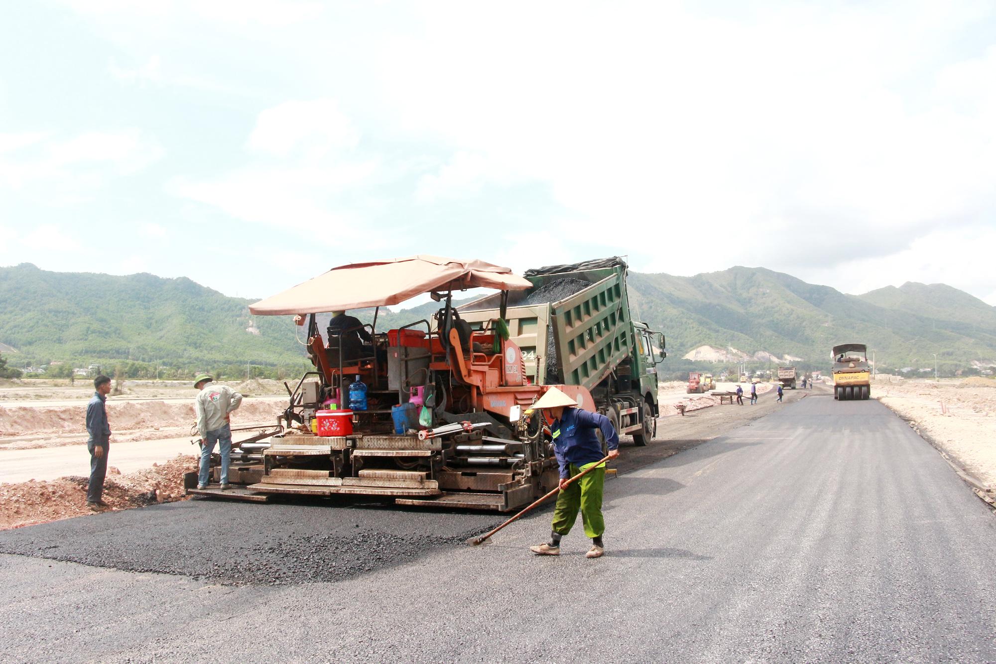 Quảng Ninh: Dự kiến bố trí 16.000 tỉ đồng cho các dự án trọng điểm trong năm 2021 - Ảnh 1.