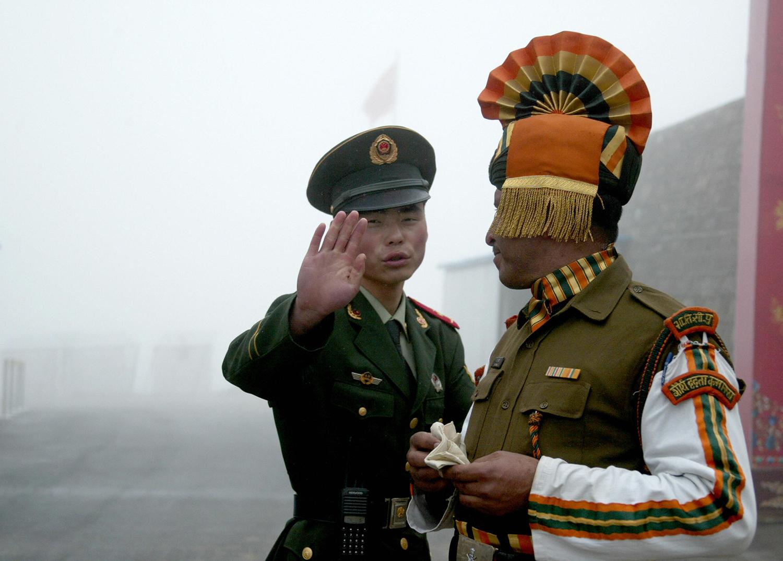 Ấn Độ, Trung Quốc đều sẽ hứng chịu tổn thất lớn nếu phát động chiến tranh thương mại - Ảnh 1.