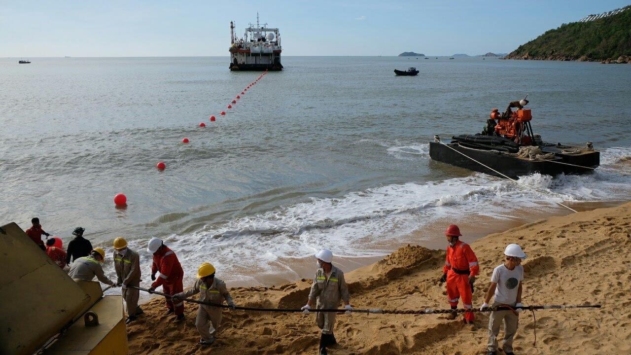 Thêm một tuyến cáp quang biển quốc tế của VNPT cập bờ Việt Nam - Ảnh 1.