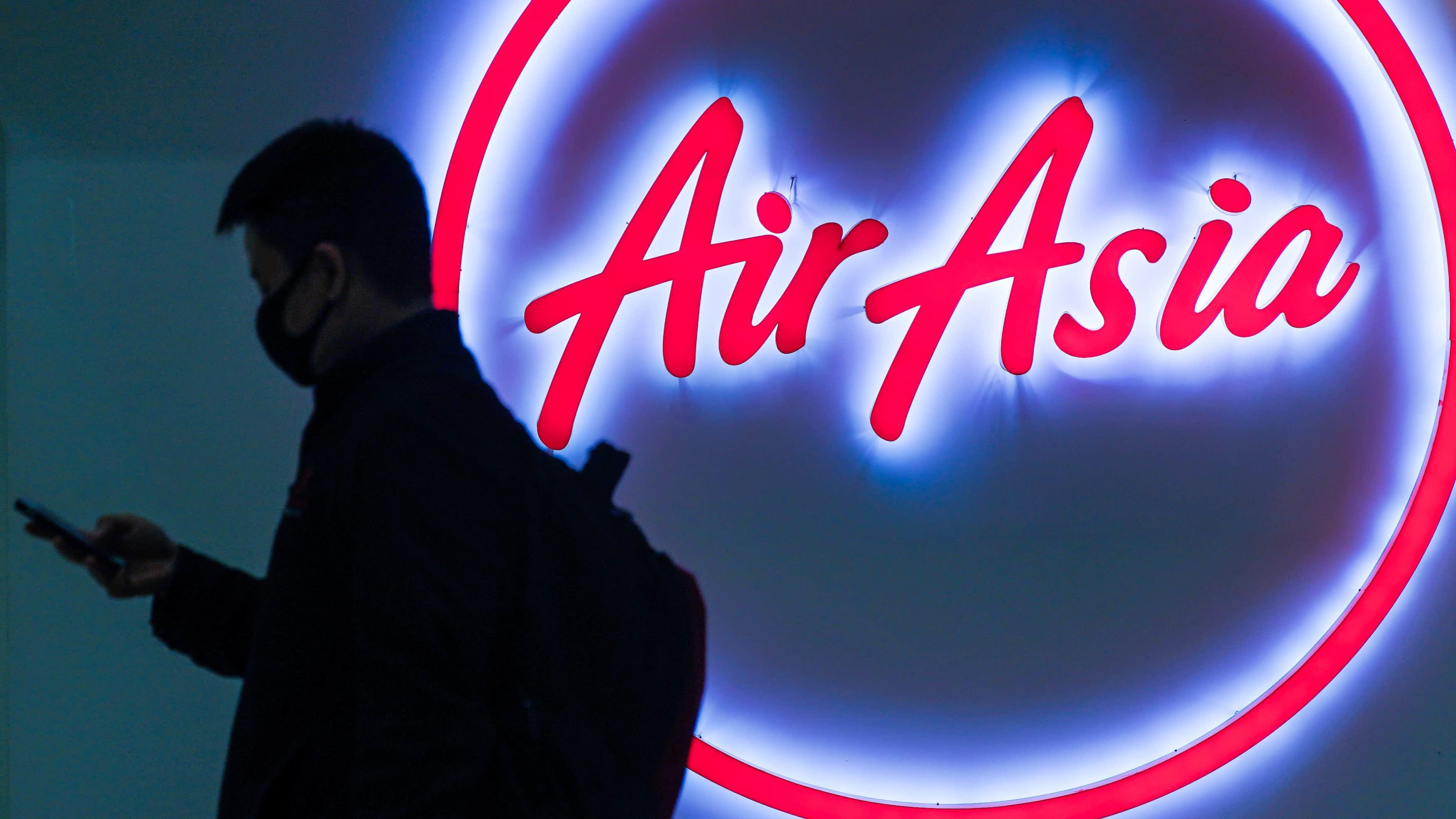 Cổ phiếu AirAsia bị tạm ngưng giao dịch sau khi hãng kiểm toán đặt nghi vấn - Ảnh 1.