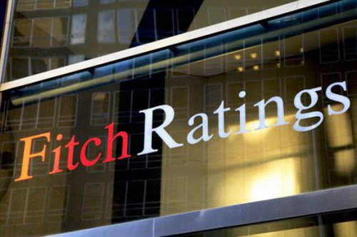 Fitch hạ triển vọng kinh tế của Mỹ xuống mức tiêu cực - Ảnh 1.