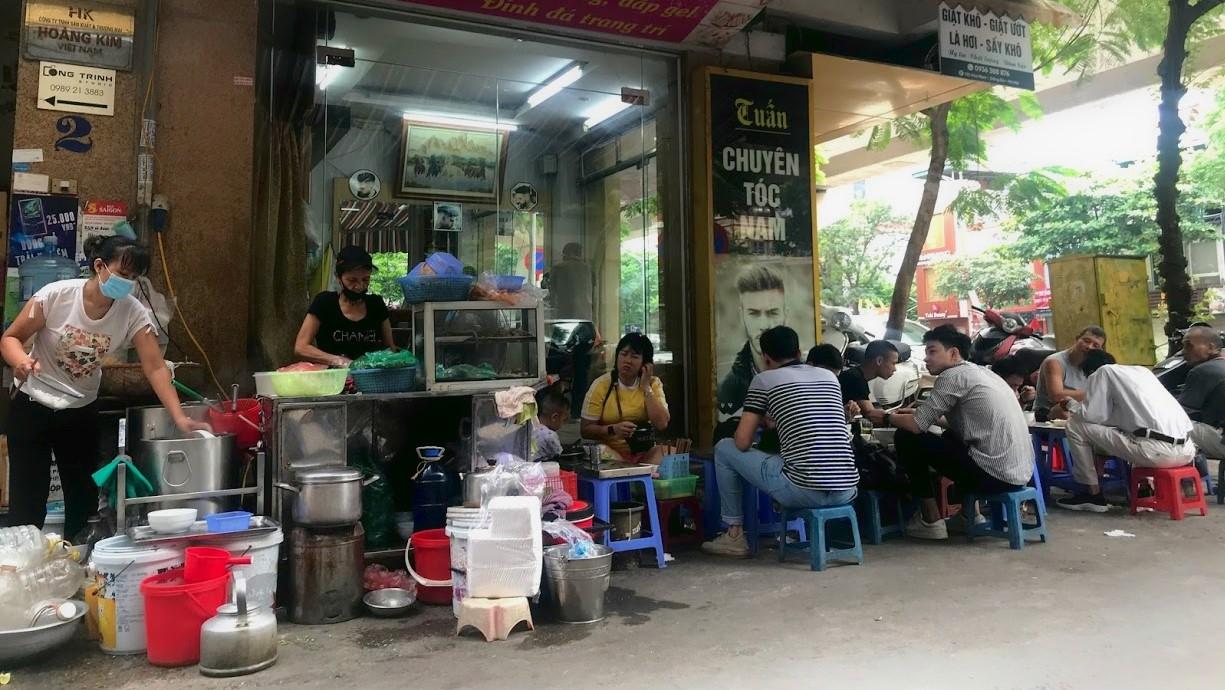 Nhịp sống của người dân Hà Nội những ngày dịch COVID-19 quay trở lại - Ảnh 3.