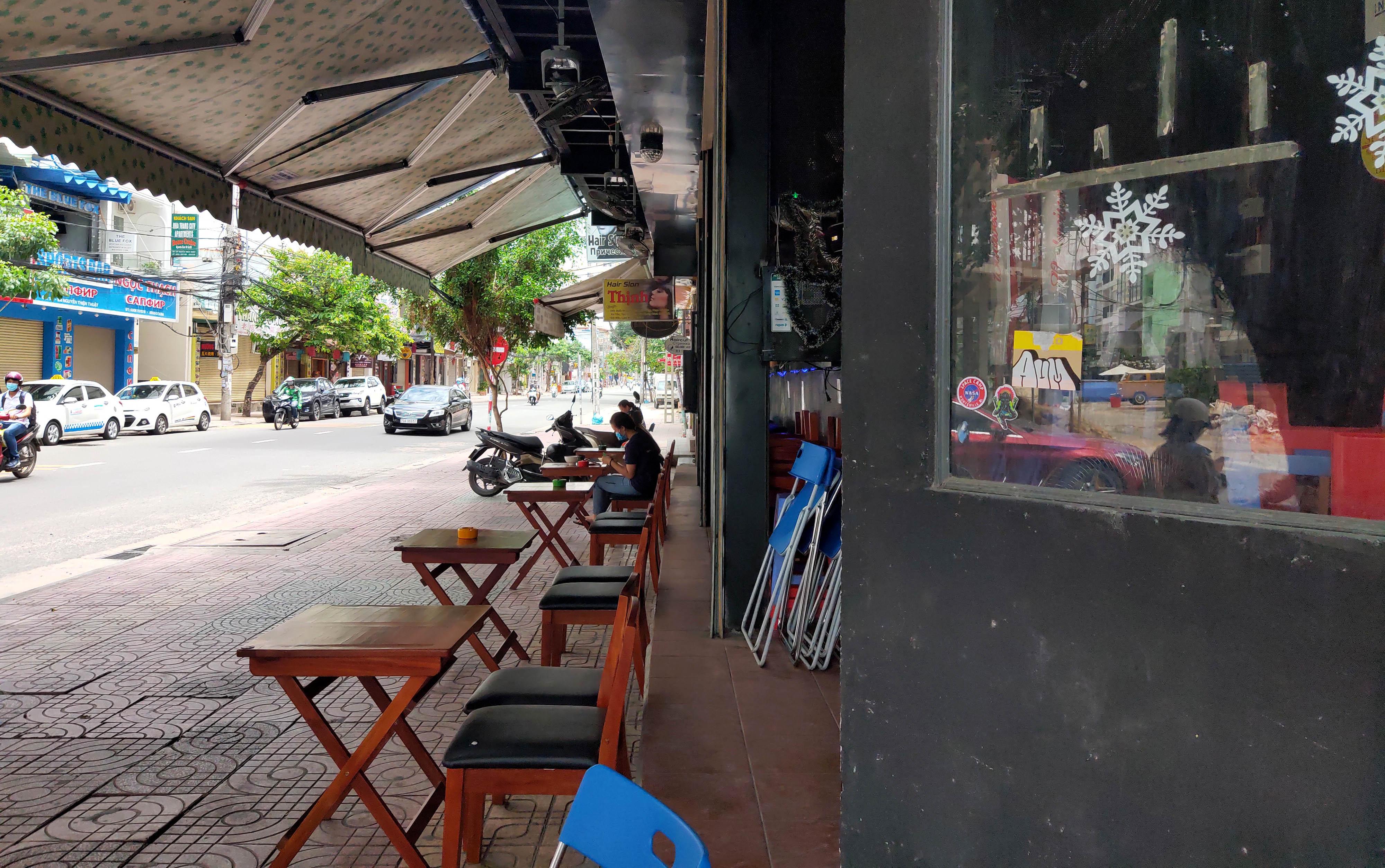 Phố Tây Nha Trang 'ngủ đông' giữa mùa hè - Ảnh 6.