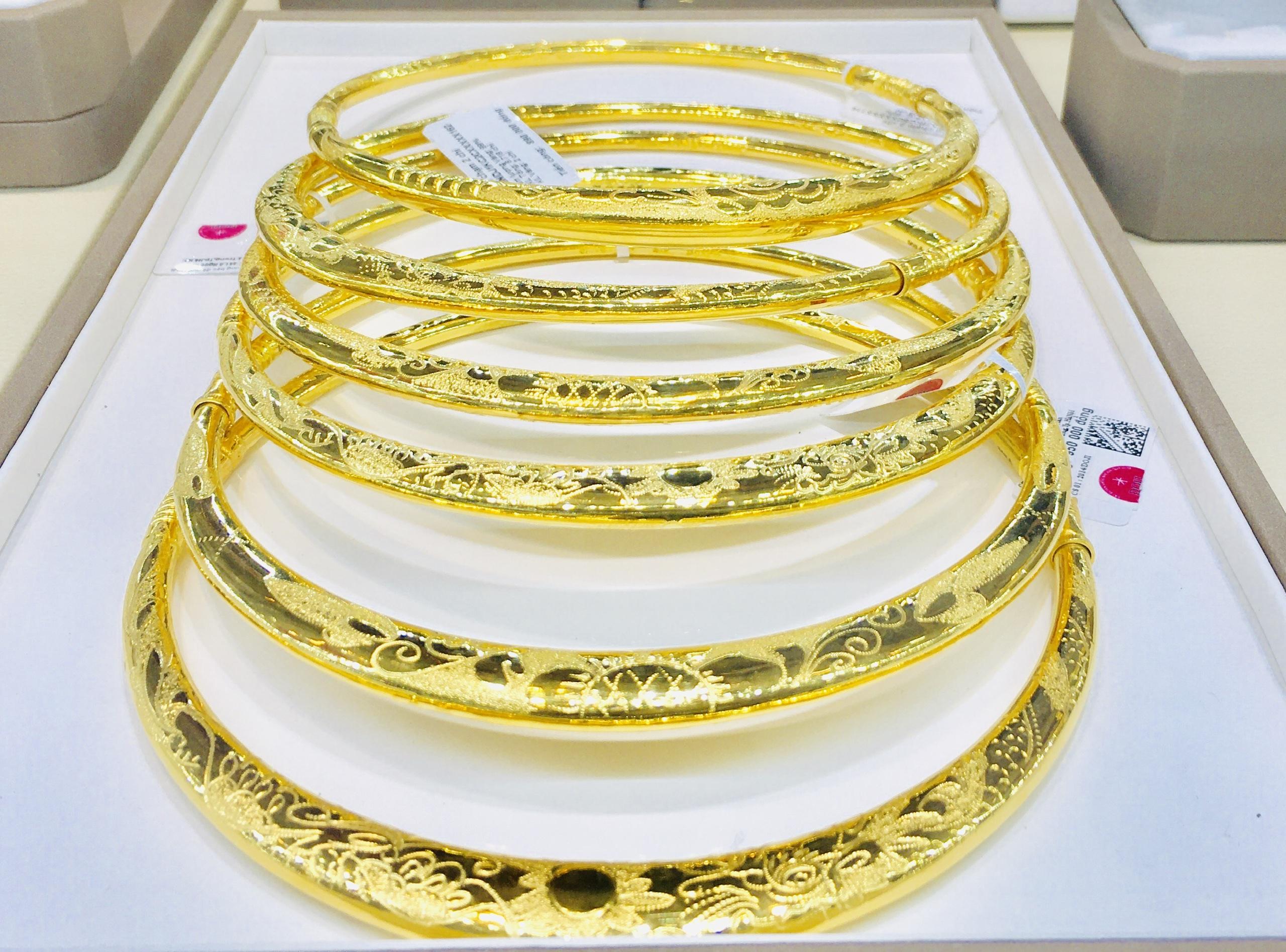 Giá vàng xuống vùng 56 triệu đồng, người mua lỗ hơn 7 triệu đồng/lượng sau 3 ngày giao dịch - Ảnh 1.