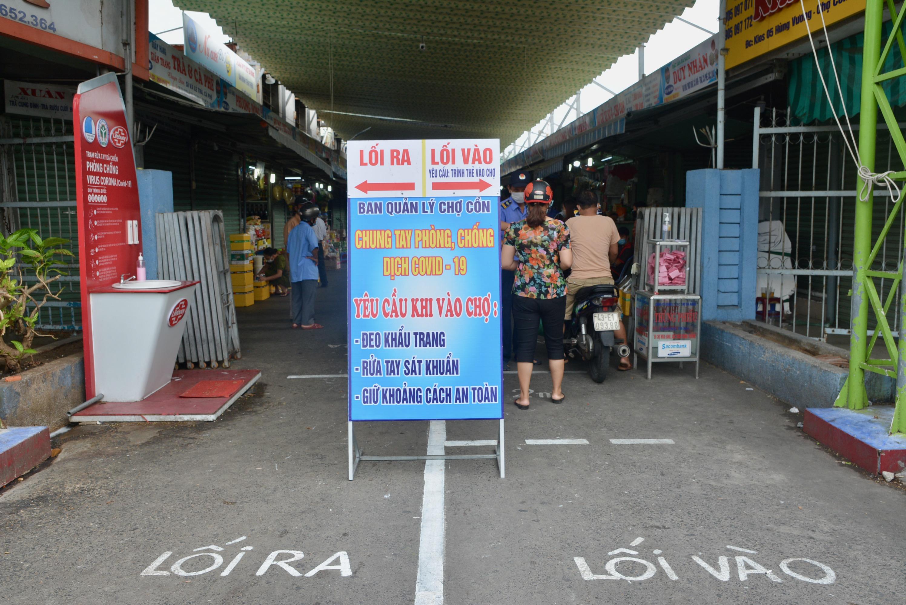 Cận cảnh lần đầu người dân Đà Nẵng dùng thẻ đi chợ - Ảnh 2.