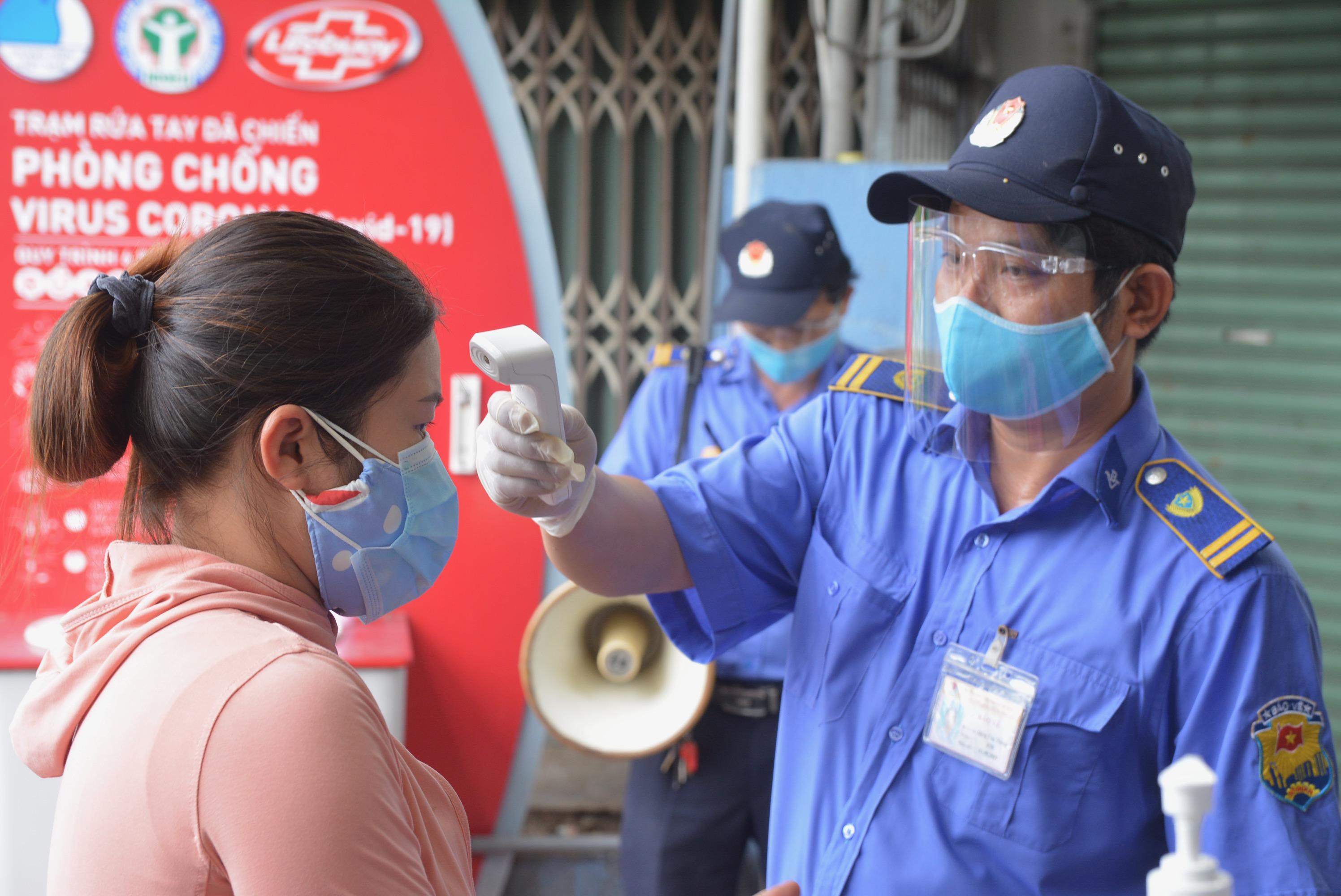 Cận cảnh lần đầu người dân Đà Nẵng dùng thẻ đi chợ - Ảnh 11.