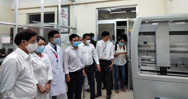 Tập đoàn Hưng Thịnh trao tặng BV Đa khoa tỉnh Khánh Hòa máy xét nghiệm COVID-19 - Ảnh 2.