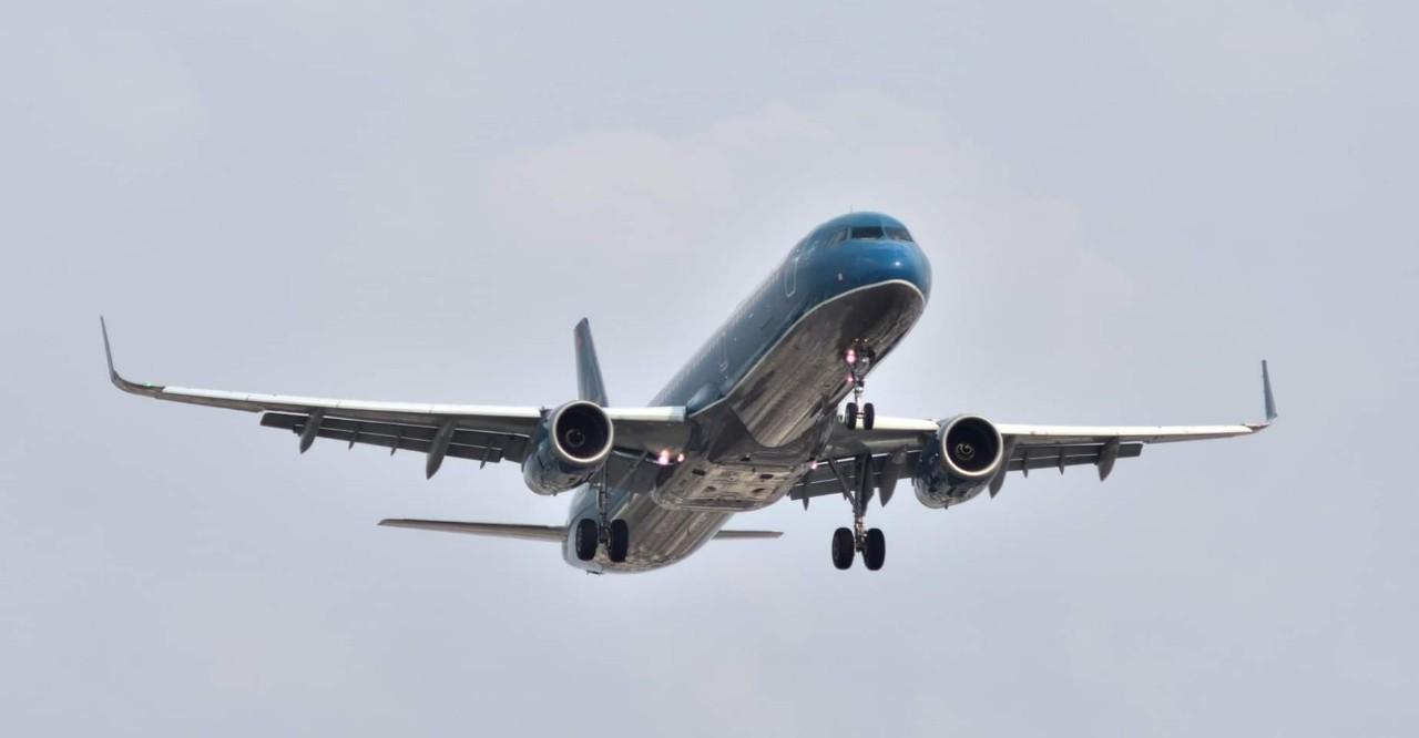 Vietnam Airlines lắp cánh cong cho tàu bay, dự kiến tiết kiệm 2 triệu USD/năm - Ảnh 1.