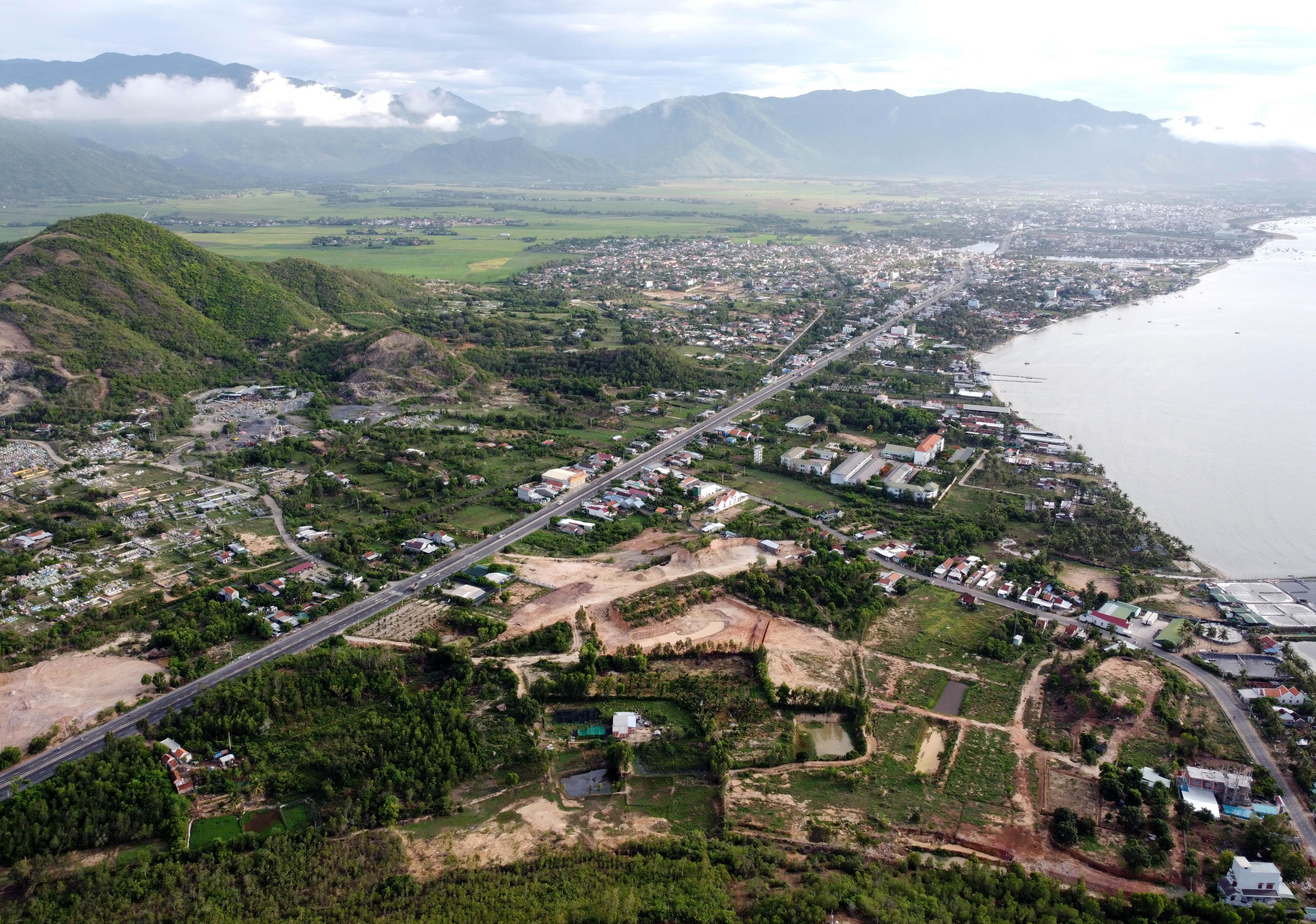 Khu kinh tế Vân Phong chờ diện mạo mới - Ảnh 4.