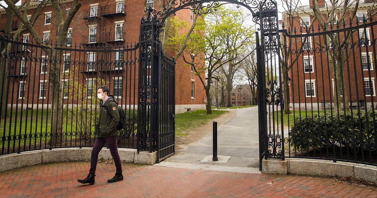Cổ phiếu Trung Quốc có nguy cơ bị hủy niêm yết, Mỹ đề nghị các trường đại học thoái vốn gấp - Ảnh 1.