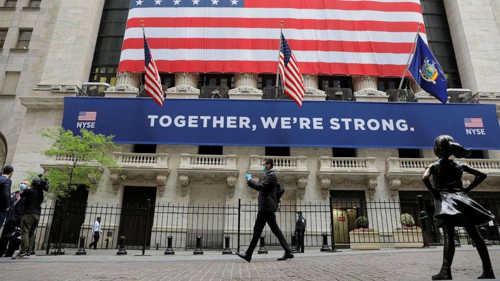 Đối với nền kinh tế Mỹ, thị trường chứng khoán hay trợ cấp cho người lao động quan trọng hơn? - Ảnh 1.