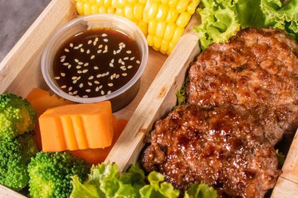 Suất ăn đắt đỏ với giá 29 triệu đồng tại một nhà hàng ở Hà Nội có gì bên trong?
