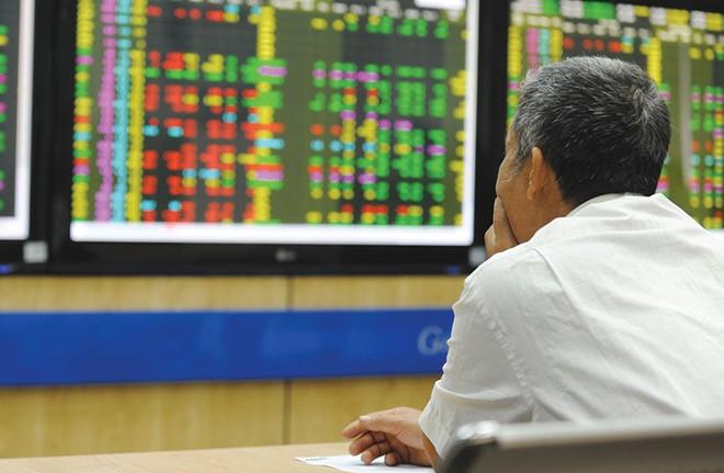 Ngân hàng siết chặt điều kiện cho vay đầu tư chứng khoán và bất động sản - Ảnh 1.