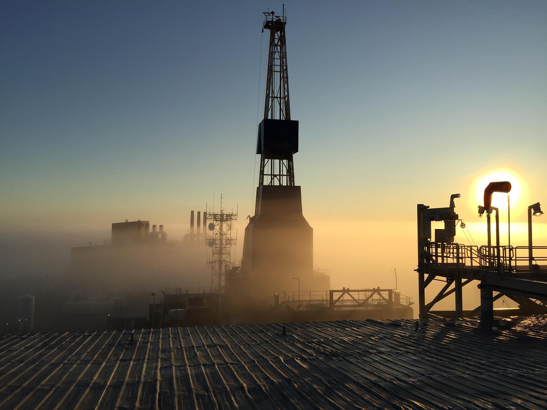 Bản tin thị trường năng lượng ngày 25/8: Thời tiết bất lợi tại vịnh Mexico đưa giá dầu thô tăng trở lại - Ảnh 1.