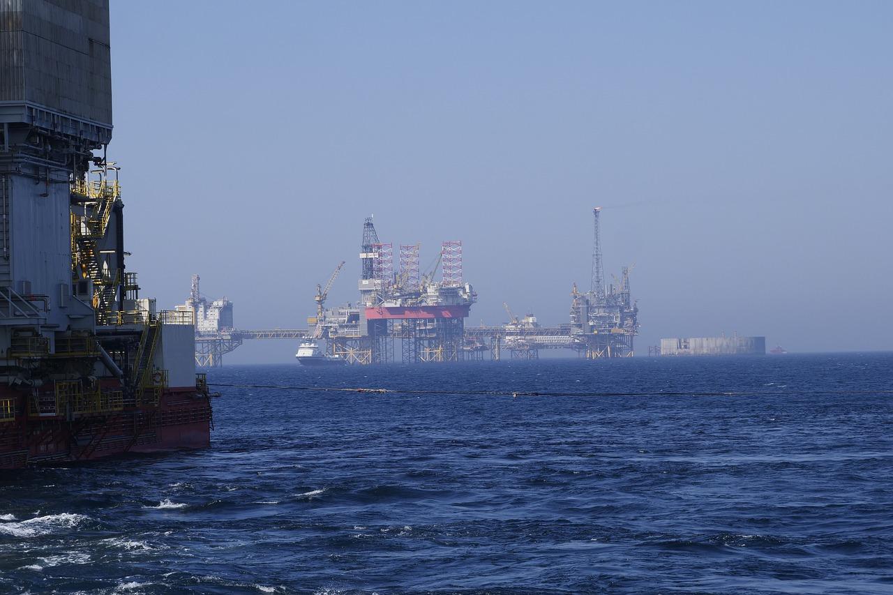 Bản tin thị trường năng lượng ngày 26/8: Giá dầu thô chạm mức cao nhất 5 tháng do tác động của thời tiết - Ảnh 1.