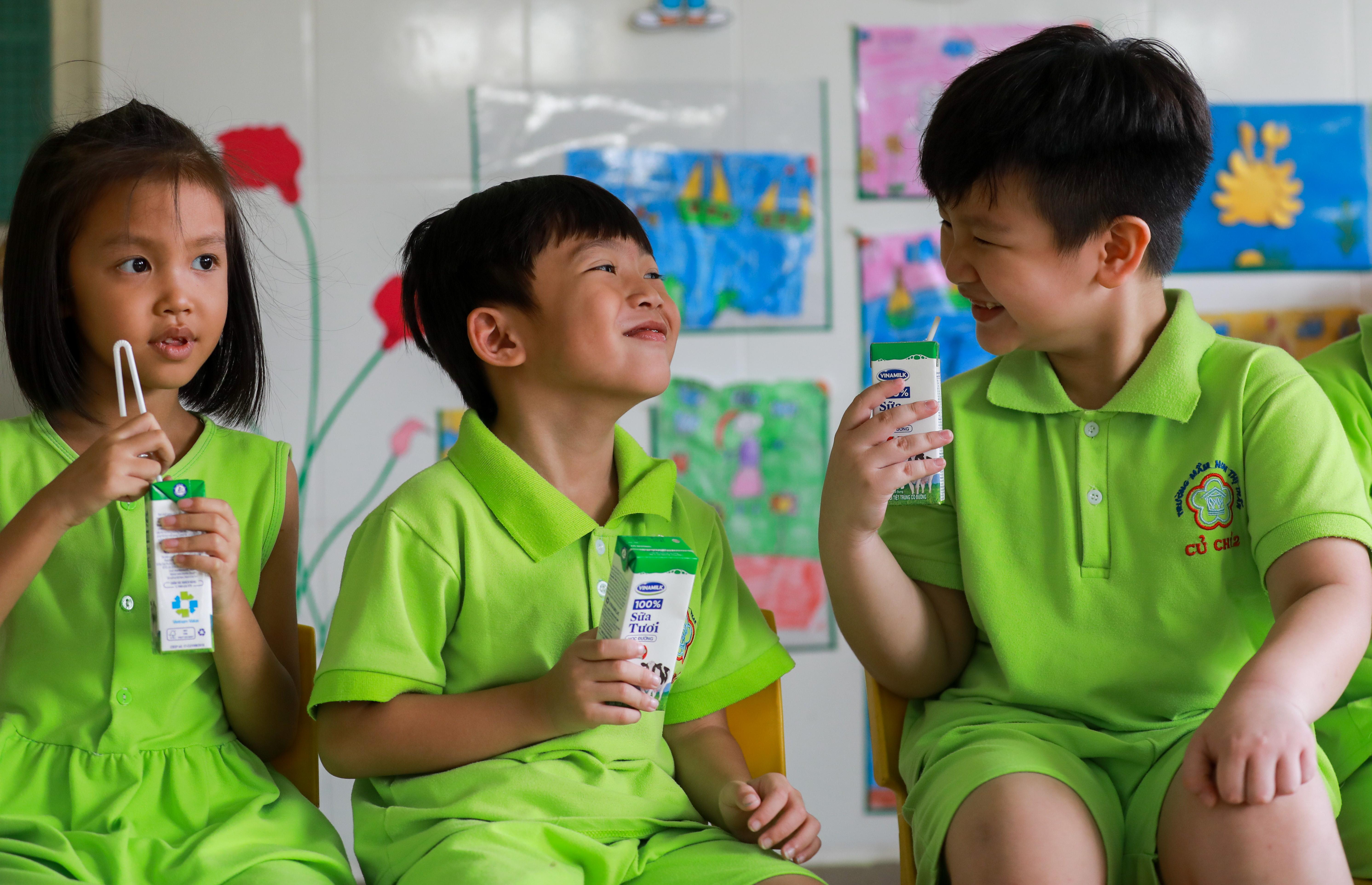 Đảm bảo việc uống sữa học đường đầy đủ cho học sinh khi tựu trường - Ảnh 4.