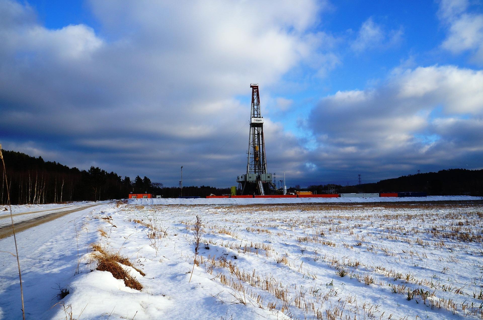 Bản tin thị trường năng lượng ngày 27/8: Giá dầu thô tăng giảm trái chiều bất chấp tồn kho giảm mạnh - Ảnh 1.