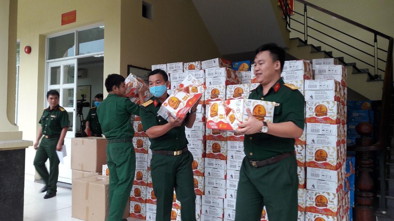 72.000 sản phẩm Trà thanh nhiệt Dr Thanh tiếp tục tiếp sức đồng bào, chiến sĩ tại Quân khu 5 và Quân khu 7 - Ảnh 3.
