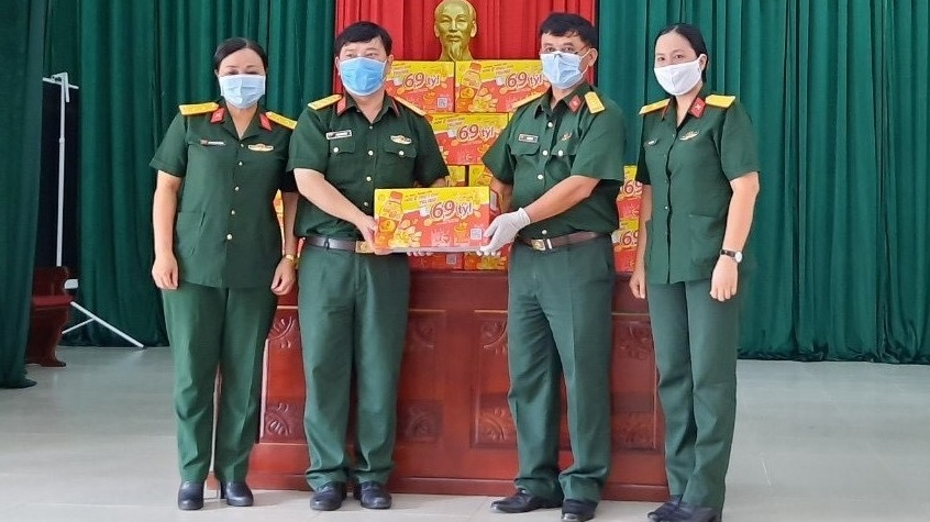 72.000 sản phẩm Trà Thanh Nhiệt Dr Thanh tiếp tục tiếp sức đồng bào, chiến sĩ tại Quân khu 5 và Quân khu 7 - Ảnh 1.