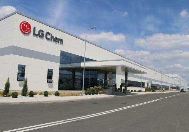 Công ty LG Chem của Hàn Quốc trở thành nhà cung cấp pin ô tô điện lớn nhất thế giới - Ảnh 1.
