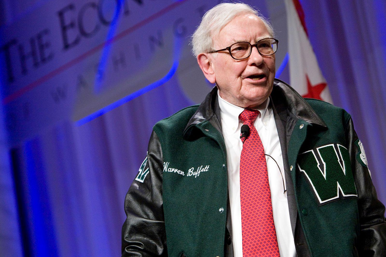 Warren Buffett công bố 5 khoản đầu tư tỉ đô trong ngày sinh nhật 90 tuổi - Ảnh 1.