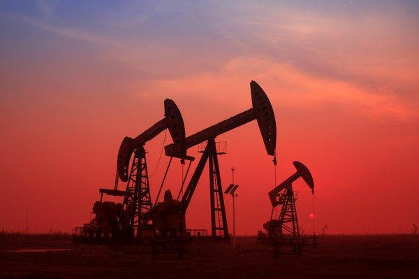 Giá xăng dầu hôm nay 7/8: Giá dầu giảm trở lại do hàng tồn kho Mỹ tăng đột biến - Ảnh 1.