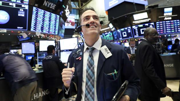 Chứng khoán Mỹ nối tiếp đà tăng khi số liệu kinh tế khởi sắc - Ảnh 1.