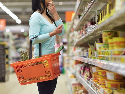 Mặc dù cắt giảm chi tiêu, người Việt Nam vẫn lạc quan thứ hai thế giới về tiêu dùng trong dịch COVID-19 - Ảnh 1.