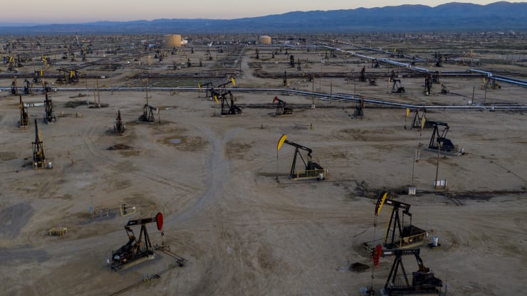 Giá xăng dầu hôm nay 8/8: Giá dầu giảm do nhu cầu tiêu thụ sụt giảm - Ảnh 1.