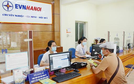 EVN Hà Nội miễn, giảm gần 900 tỉ đồng tiền điện cho khách hàng Thủ đô - Ảnh 1.