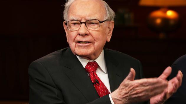 Warren Buffett bán gần 13 tỉ USD cổ phiếu, khối tiền mặt lập kỉ lục mới - Ảnh 1.
