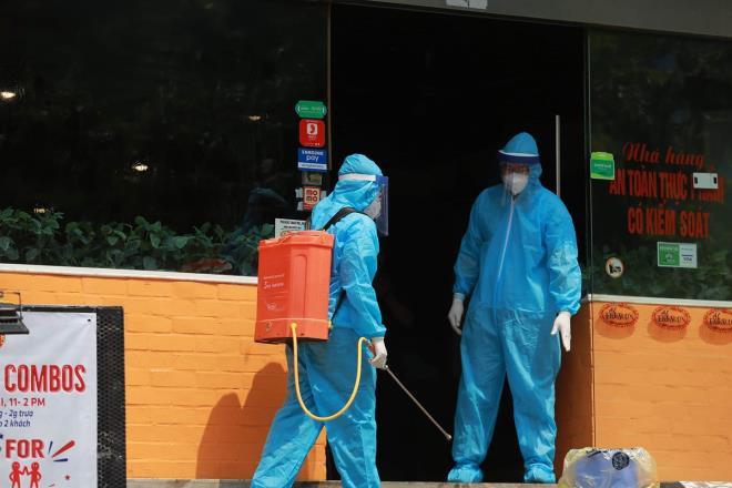 Ca bệnh mới ở Hà Nội là nhân viên giao hàng pizza, F1 của BN 447 - Ảnh 1.