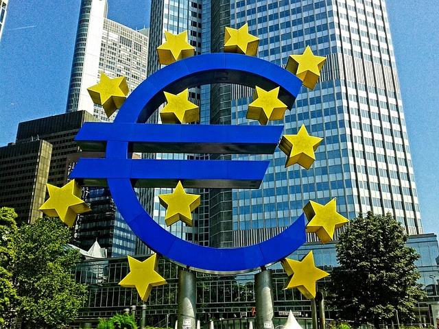 ECB quyết định duy trì lãi suất ở mức thấp kỉ lục, tiếp tục các chương trình nới lỏng - Ảnh 1.