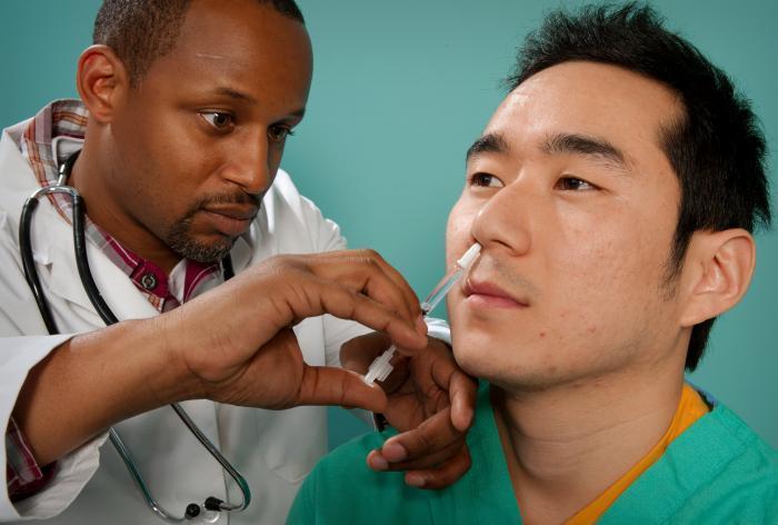 Trung Quốc bắt đầu thử nghiệm vắc xin COVID-19 dạng xịt mũi - Ảnh 1.