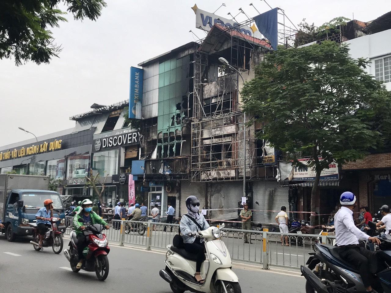 Một phòng giao dịch Eximbank và nhà bên cạnh bị cháy vào rạng sáng 14/9 - Ảnh 2.