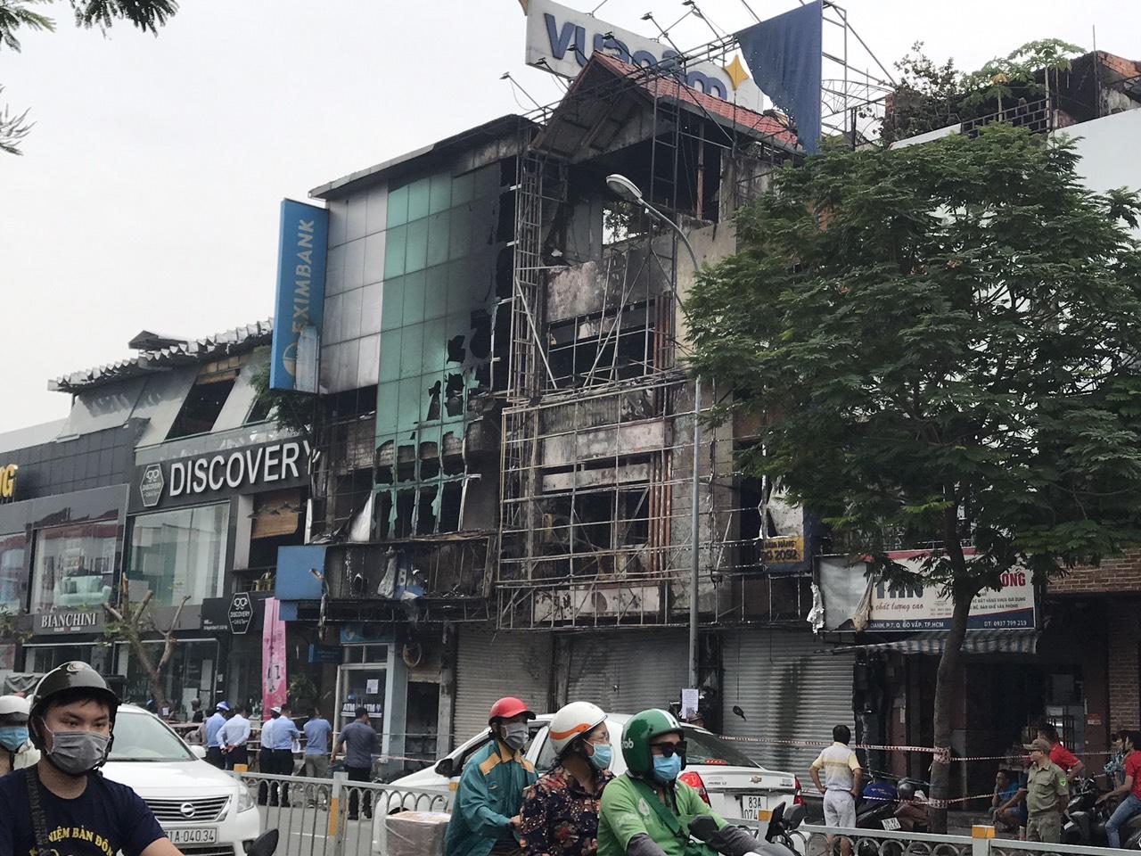 Một phòng giao dịch Eximbank và nhà bên cạnh bị cháy vào rạng sáng 14/9 - Ảnh 1.