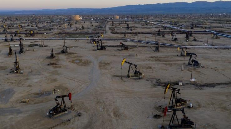 Giá xăng dầu hôm nay 15/9: Dầu giảm trở lại do sự phục hồi nhu cầu bị đình trệ - Ảnh 1.