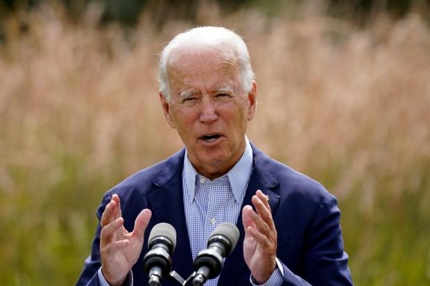 Thảm họa cháy rừng tại California len lỏi vào cuộc khẩu chiến giữa hai ứng viên Trump và Biden - Ảnh 2.