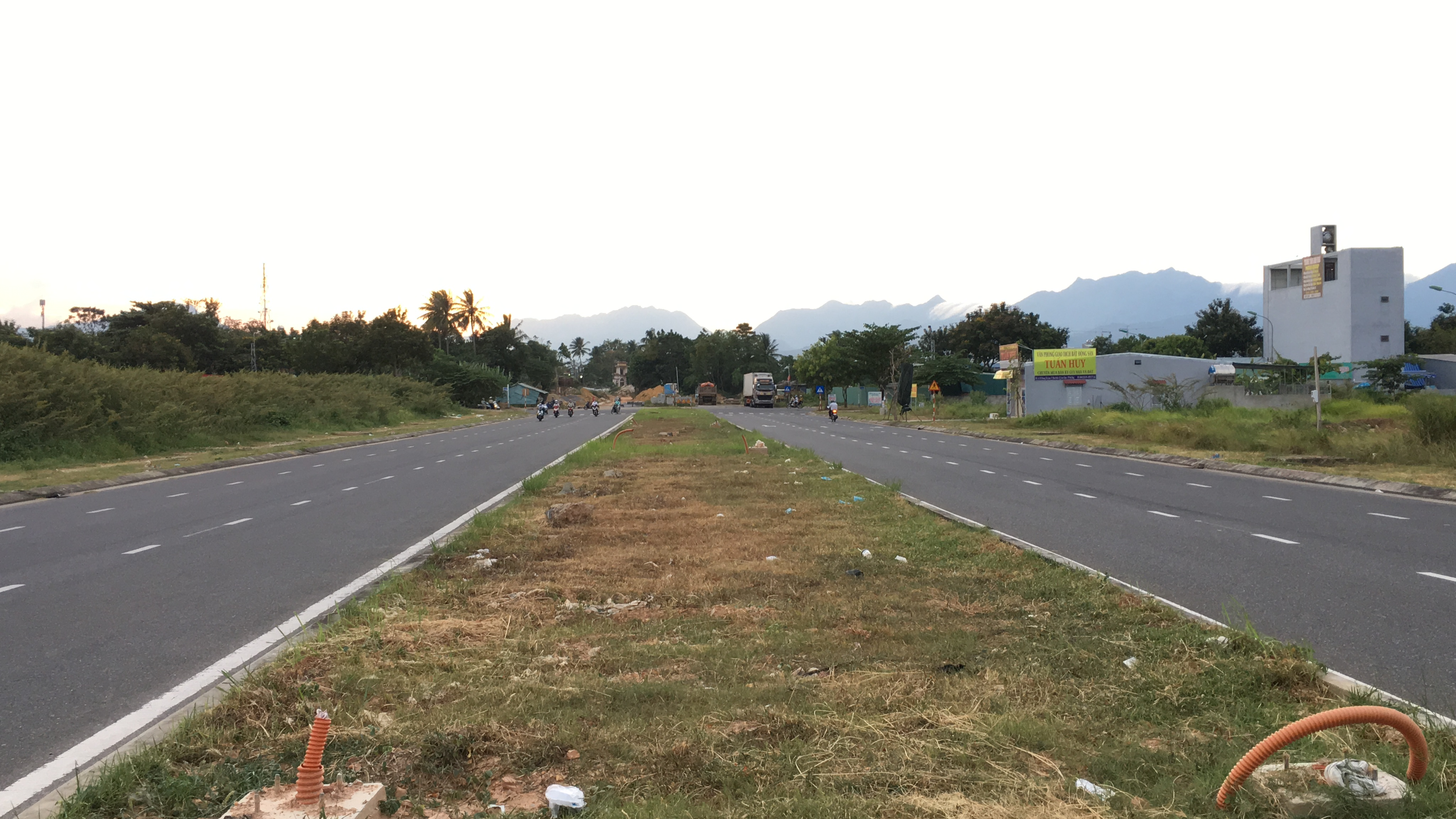 Tuyến đường trục 1 Tây Bắc đang mở theo qui hoạch ở quận Liên Chiểu, Đà Nẵng - Ảnh 6.
