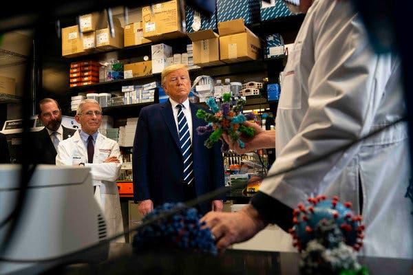Ông Trump nói Mỹ có thể phân phối vắc xin COVID-19 vào tháng 10, mâu thuẫn với dự tính của CDC - Ảnh 1.