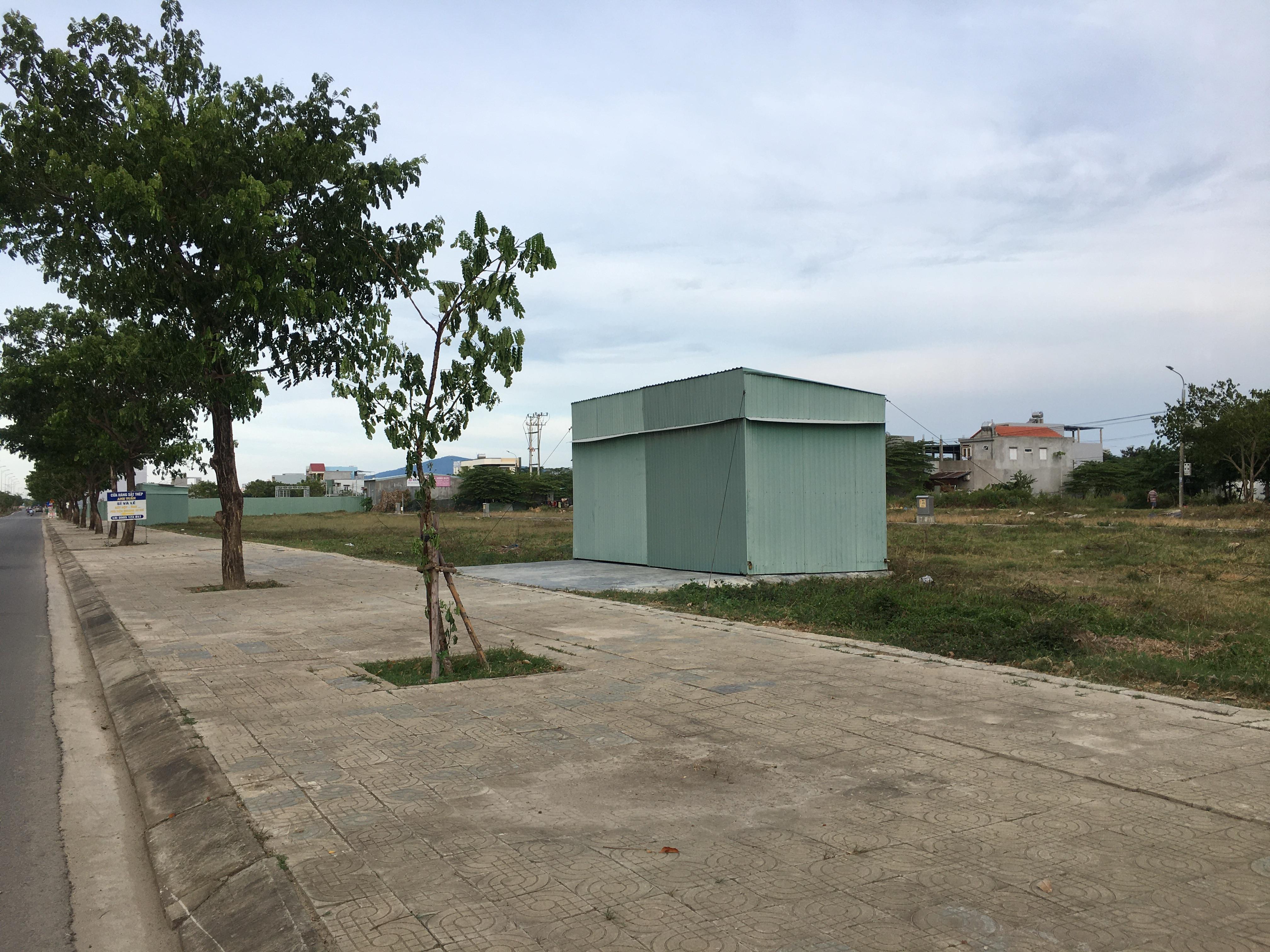 Đất nền Đà Nẵng giảm cả tỉ đồng nhưng không ai mua, các ki ốt bất động sản bỏ hoang, bụi phủ đầy - Ảnh 18.