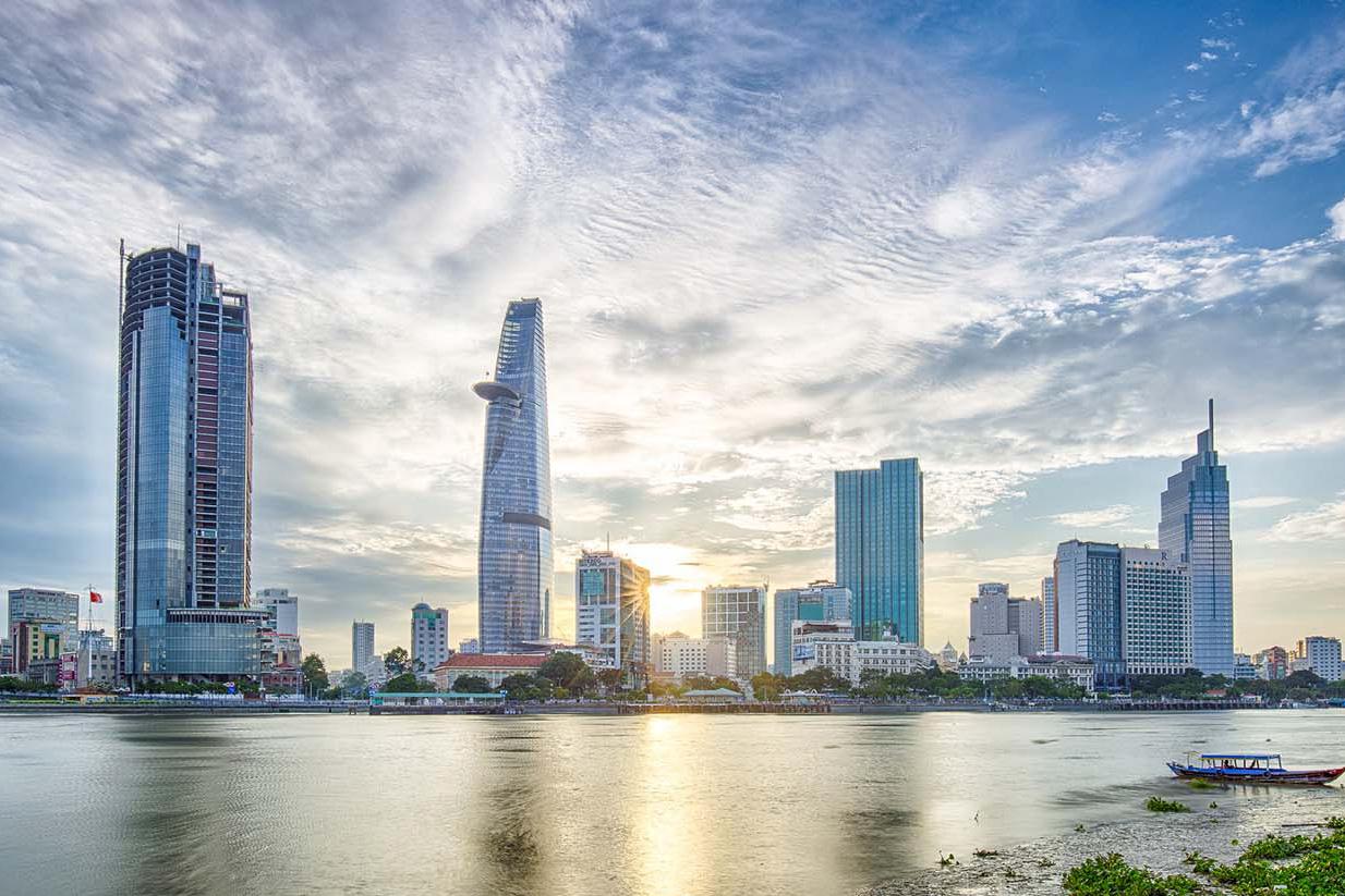 Bốn đề xuất giúp Việt Nam về lại quĩ đạo tăng trưởng